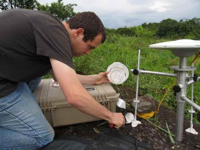 sistema GPS detección sismos lentos - detalle