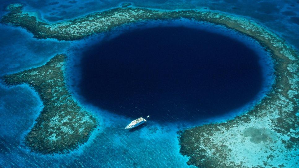 El océano tiene un agujero - Vista al Mar _ Peñíscola