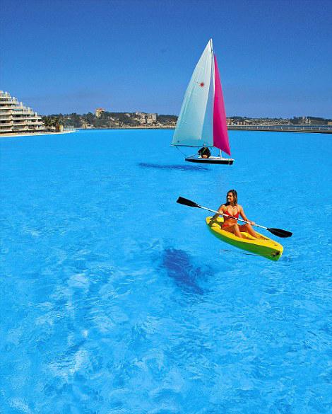 La piscina m s grande y profunda del mundo vista al mar for Piscina mas grande del mundo chile