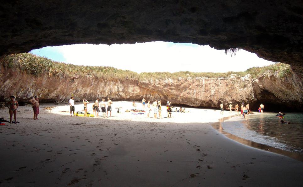 Un lugar bombardeado tiene ahora la playa ms idlica del mundo un lugar bombardeado tiene ahora la playa ms idlica del mundo vista al mar pescola thecheapjerseys Gallery
