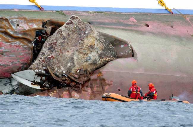 piedra en el casco del Costa Concordia