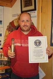 Andrew Leaper record Guinness mensaje en una botella