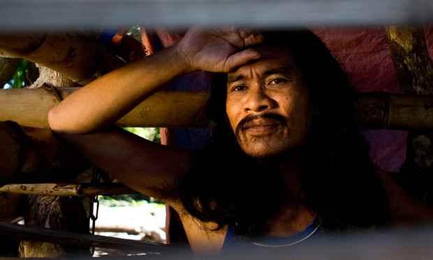 Encontrados después del tifón Haiyan enfermos metales encadenados y dejados morir por las familias