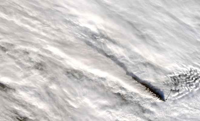 La erupción del volcán Pavlof se intensifica, la ceniza llega a más de 30.000 pies