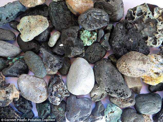 Las playas de todo el mundo se llenan de 'guijarros de plástico' tóxicos