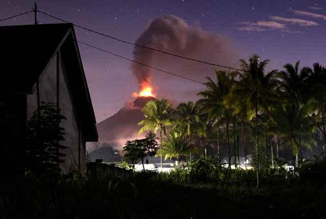 Resultado de imagen para Terremoto, tsunami y ahora una erupción volcánica en Indonesia